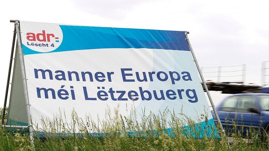 Markige Sprüche in rot-weiß-blau: Die ADR spielt im Wahlkampf konsequent die nationale Karte.
