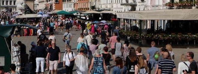 Wie viele Touristen verträgt Venedig? Über diese Frage wird seit Jahren diskutiert - bislang ohne verbindliche Ergebnisse.