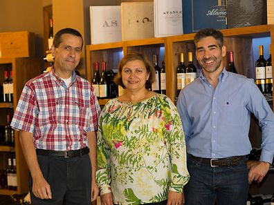 Da esq para a dta: António Marques e Cidália Antunes (proprietários), Pedro Gouveia (Director Comercial)