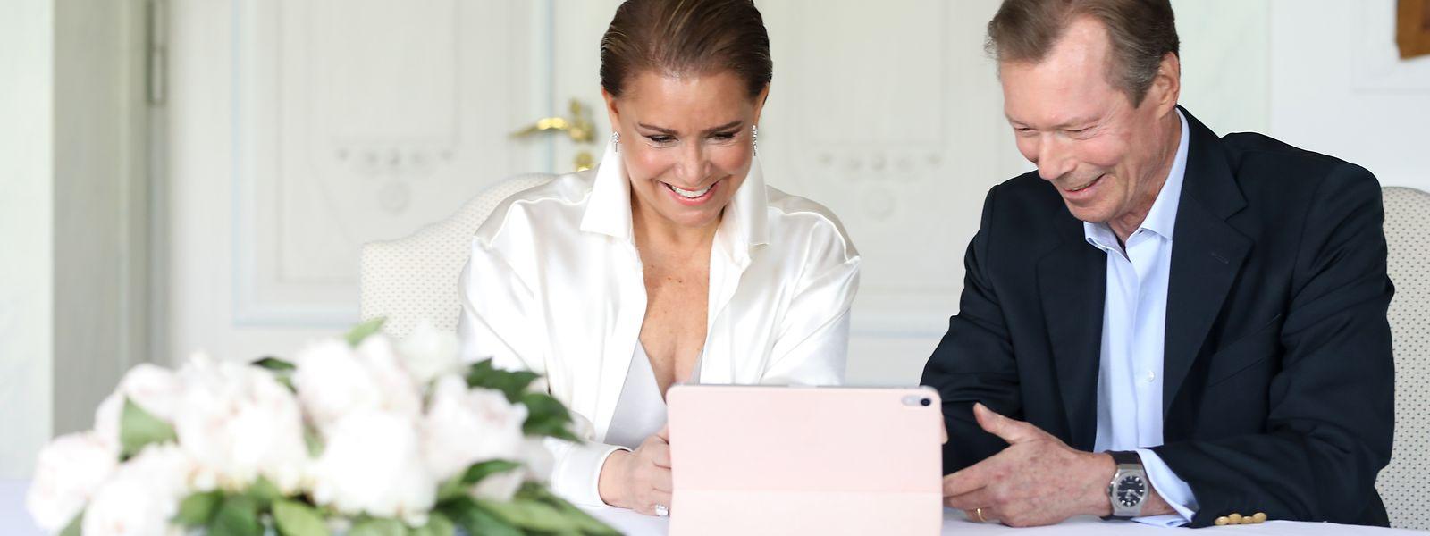 Per Skype-Call gratulierten Großherzog Henri und Großherzogin Maria Teresa den jungen Eltern.