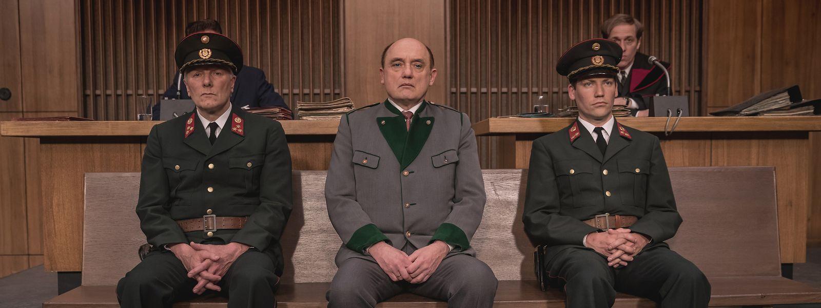 """Der Prozess um Franz Murer (im Film gespielt von Karl Fischer, Mitte) zählt zu den größten Justizskandalen in Österreich. Das Gerichtsdrama """"Murer - Anatomie eines Prozesses"""" spürt dem Fall nach."""