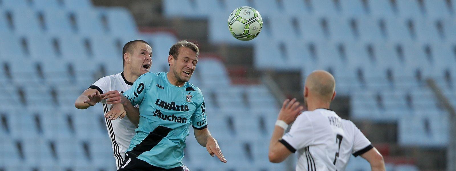 Dominik Stolz (M.) und die Düdelinger wollen als erstes luxemburgisches Team in die Gruppenphase der Europa League.