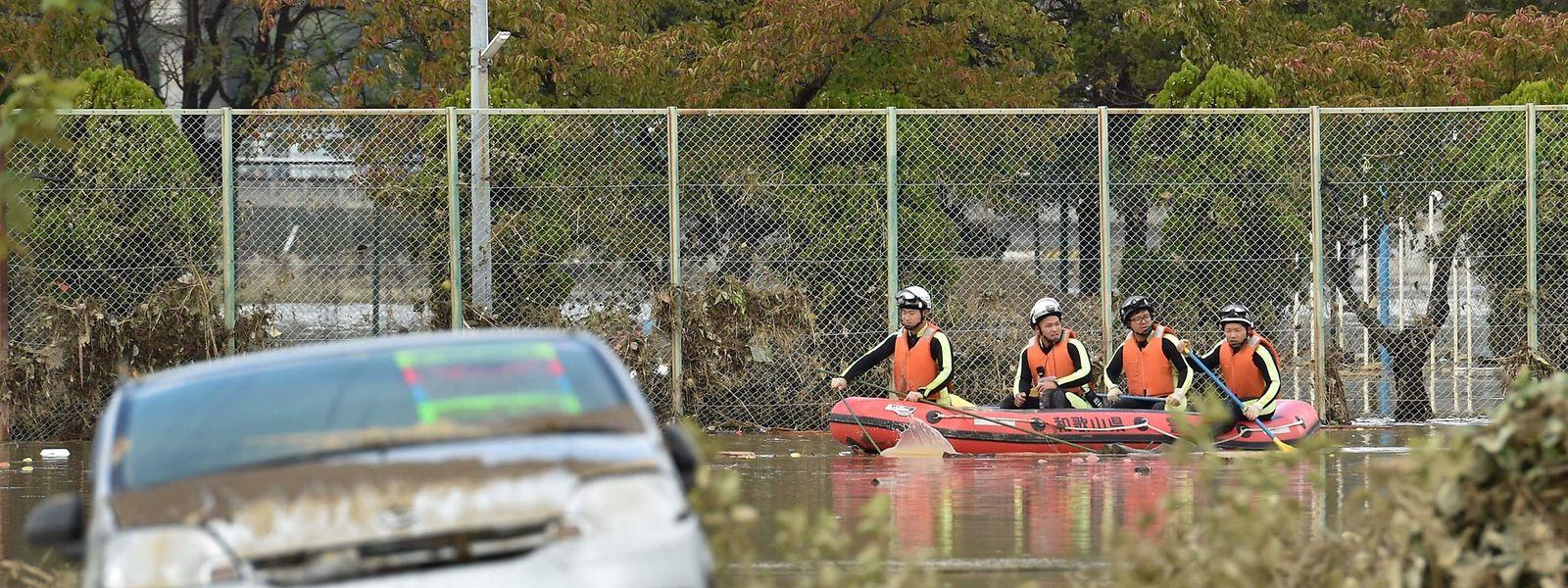 Rettungskräfte kamen bisher nur per Boot oder aus der Luft an die notleidende Bevölkerung.