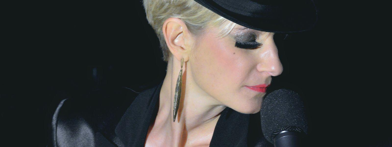 Adrienne Haan verbindet in ihren Shows amerikanischen Glamour und europäischen Intellekt.