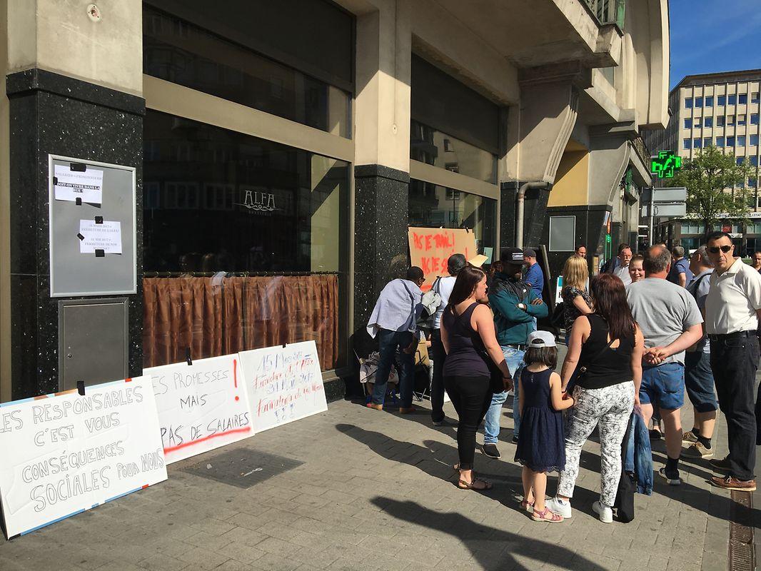 Ein Teil der 76 Angestellten protestiert noch bis 18 Uhr vor dem Hotel.