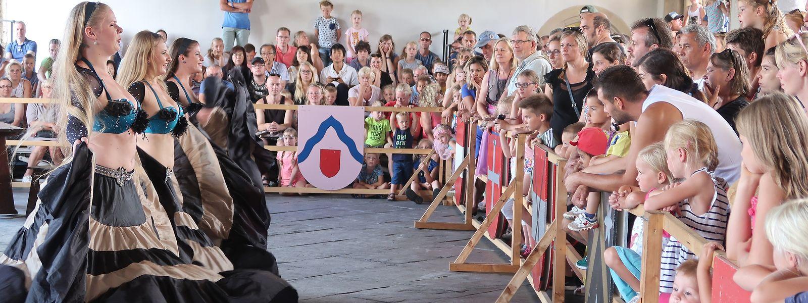Orientalische Tänze gehören zum festen Programm beim Mittelalterfest auf Schloss Vianden.