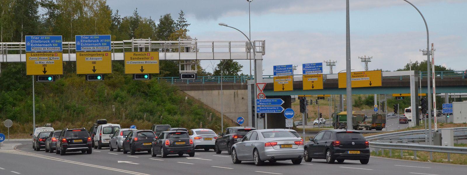 Bereits vor der Einfahrt in den Turbokreisel müssen die Verkehrsteilnehmer nun entscheiden, in welche Richtung sie fahren wollen.