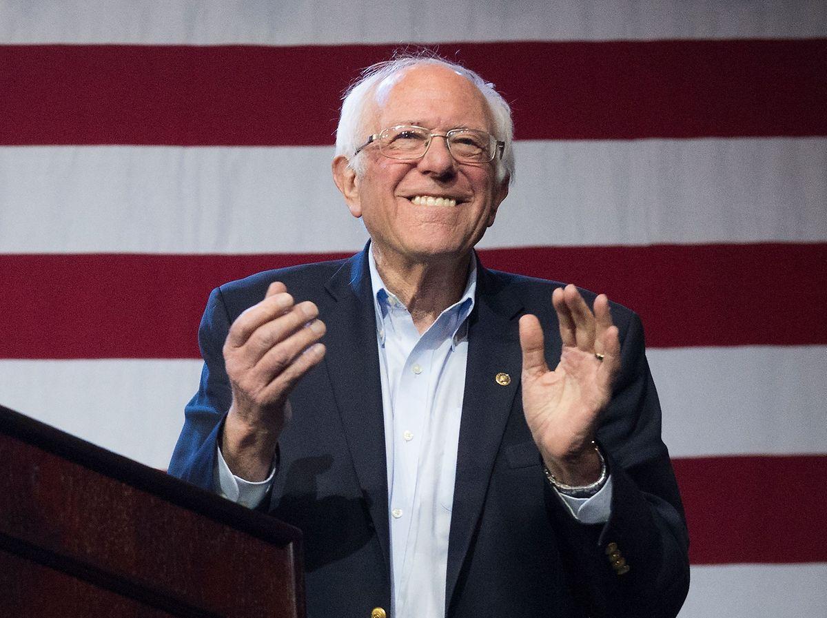 Sanders hatte bei der Bekanntgabe seines Rückzugs angekündigt, bei den restlichen Vorwahlen auf den Wahlzetteln zu bleiben, um weiter Delegiertenstimmen zu sammeln.