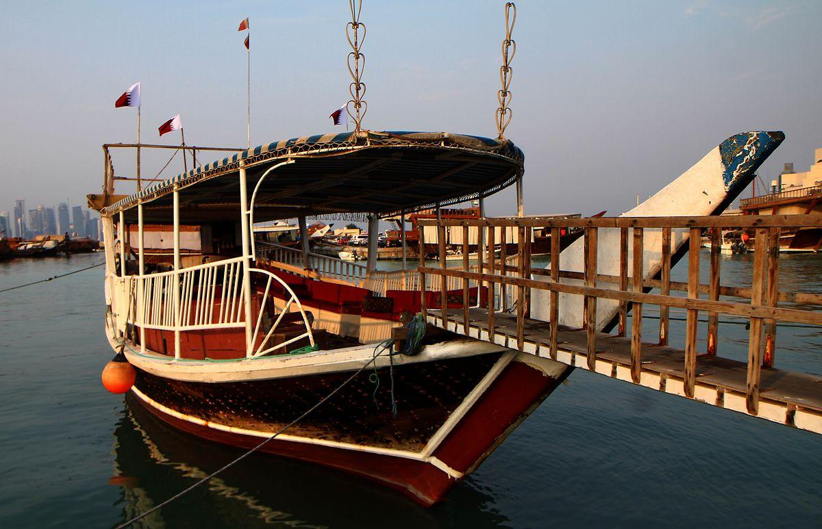 Eine traditionelle Dhau in Doha.