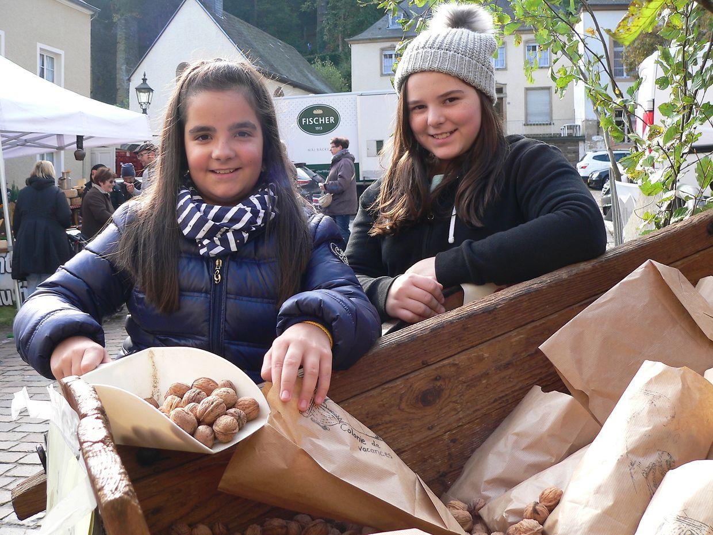 """Vianden's annual nut market or """"Veiner Nëssmort"""" 2016. A popular 81-year-old tradition"""