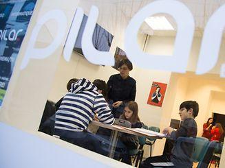Andreia Brás, em pé, coordena o projeto PILAR, em Esch-sur-Alzette