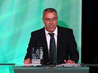 Augusto Inácio, discursa após a entrega do prémio de jogador revelação a William Carvalho