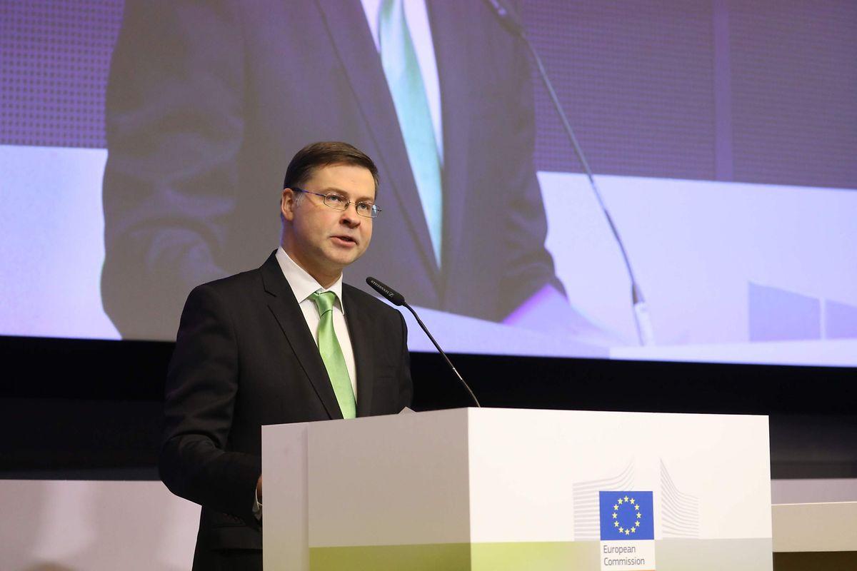 Mit grüner Krawatte: Valdis Dombrovskis ist Vizpräsident der Europäischen Kommission und als EU-Kommissar für Finanzstabilität, Finanzdienstleistungen und die Kapitalmarktunion zuständig.