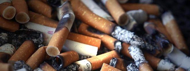 Rauchverbote: Von Konsequenz keine Spur.