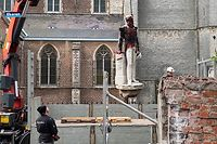"A grab photograph of an handout video taken and released by the Belgian television channel ATV-ANTWERP TELEVISION on June 9, 2020 in Antwerp, shows city workers taking down the statue of late Belgian king Leopold II, a few days after it was daubed with paint by anti-racism protesters due the monarch brutal colonial ruling. - Statues of Leopold have long been a target of activists because of his record in Belgium's African colonies, where he ran and exploited the then ""Congo Free State"" as a personal domain. The movement has gained momentum in recent days after the latest US police killing of an unarmed black suspect triggered a global wave of protest. (Photo by - / ATV-ANTWERP TELEVISION / AFP) / RESTRICTED TO EDITORIAL USE - MANDATORY CREDIT ""AFP PHOTO / HO / ATV-ANTWERP TELEVISION"" - NO MARKETING NO ADVERTISING CAMPAIGNS - DISTRIBUTED AS A SERVICE TO CLIENTS --- NO ARCHIVE ---"