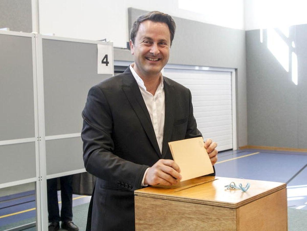 Premier Xavier Bettel bei seiner Stimmabgabe am Sonntag: Die politische Elite hat die Debatte und jetzt auch die Tragweite des Resultats unterschätzt.