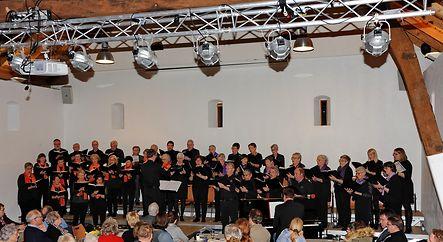 Optrëtt vun der Chorale Concordia an de Feierowendsänger zu Bierden