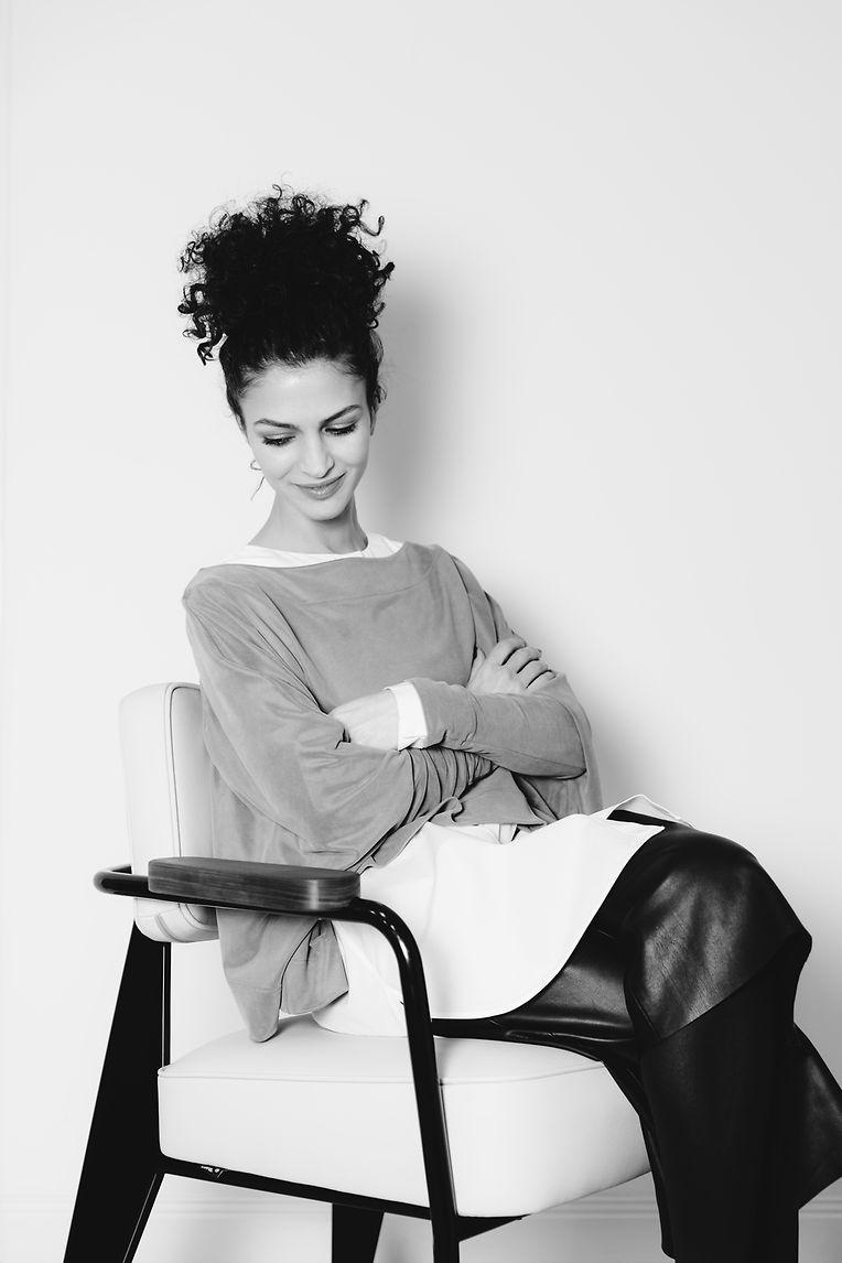 Nobieh Talaei wurde 1978 in Teheran geboren. Erst mit elf Jahren zog sie mit ihrer Familie nach Berlin, wo sie später ein Studium an der Modeschule Esmod absolvierte.