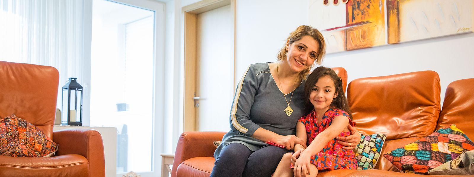 Sumyah Al-Rubaye mit ihrer siebenjährigen Tochter Mayar: Während die Mutter am Institut national des langues (INL) Französisch lernt, beherrscht ihr Sprössling die luxemburgische Sprache nahezu perfekt.