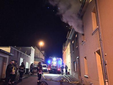 Die Feuerwehr hatte den Brand schnell unter Kontrolle, anschließend wurde das Haus gelüftet.
