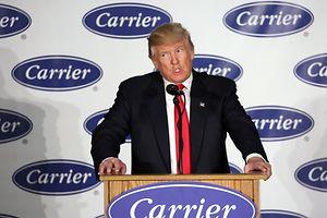 Trump und sein Vize Mike Pence besuchten die Fabrik im US-Bundesstaat Indiana, um den Erhalt von Arbeitsplätzen bei Carrier zu verkünden, die das Unternehmen eigentlich ins Niedriglohn-Nachbarland Mexiko hatte auslagern wollen.