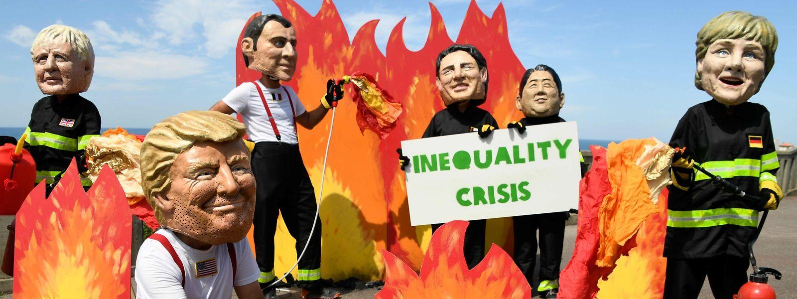 Des activistes d'OXFAM ont manifesté à Biarritz pour pointer du doigt l'indifférence des dirigeants des pays les plus puissants face aux incendies qui détruisent actuellement la forêt amazonienne.