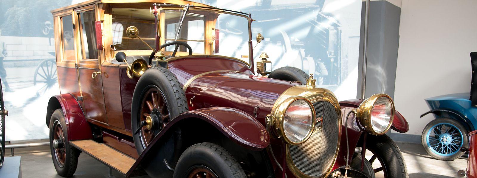 Poliertes Blech und Messing, viel Stoff, Holz und Leder: Die Liebe zum Detail und die Auswahl von Edelmaterialien gehörten Anfang des 20. Jahrhunderts zum guten Ton im Autobau.
