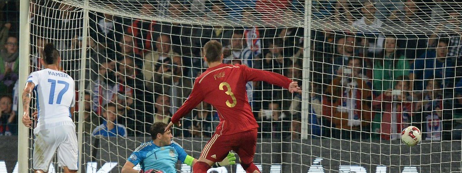 Iker Casillas se troue complètement sur le coup franc de Kucka (1-0, 17e)