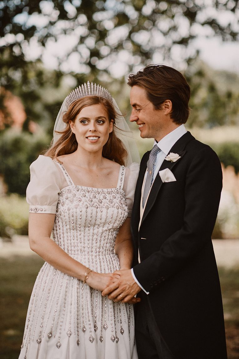 Die 31-jährige Beatrice ist die älteste Tochter von Prinz Andrew und seiner Ex-Gattin Sarah (Fergie). Sie ist mit ihrem jetzigen Ehemann Edoardo Mapelli Mozzi vermutlich seit 2018 zusammen.