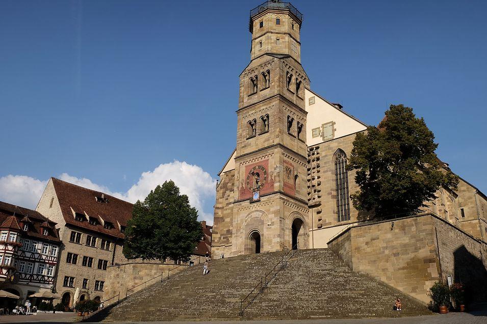 An dieser Treppe führt in der Stadt kein Weg vorbei. Über die 53 Stufen gelangen Besucher in die Kirche Sankt Michael. Im Sommer finden auf der Treppe Freilichtspiele statt.