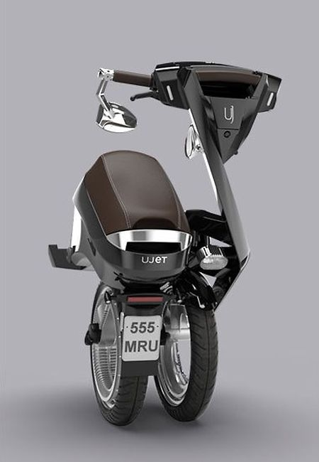 D'un poids -sans la batterie- de 32 kg, le Ujet est pliable.