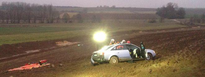 Der Fahrer dieses Wagens landete ungewollt in einem Feld zwischen Garnich und Holzem.