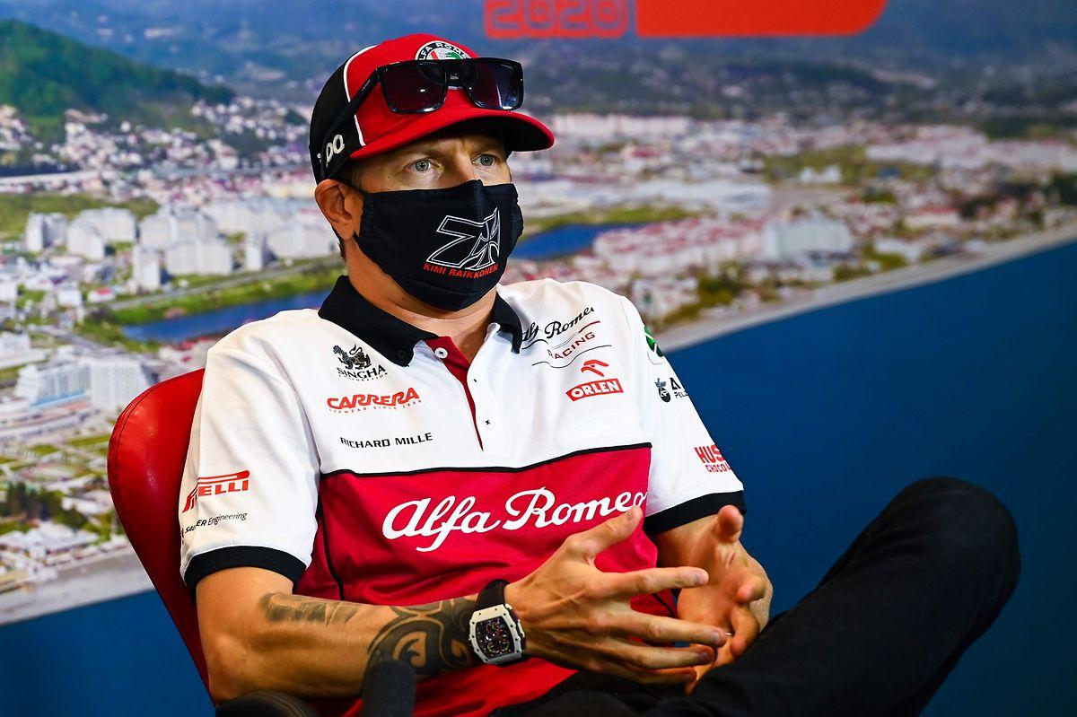 Gewohnt lässig: Kimi Räikkönen vor dem Rennen in Sochi.