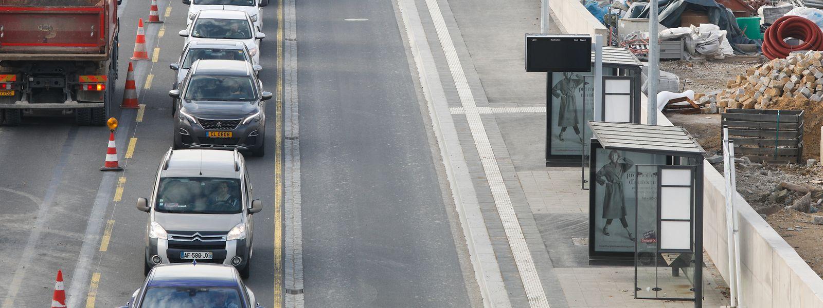 Les nouveaux arrêts sont directement accessibles depuis la passerelle desservant la gare.