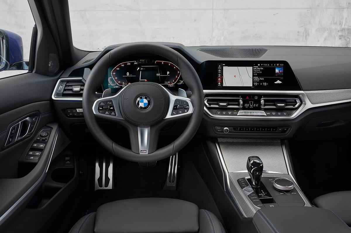 BMW 330i M Sport: Bei der Bedienung seines 3ers hat der Fahrer die Qual der Wahl: Neben klassischen Schaltern reagiert der neue BMW auch auf Sprache oder Gesten.