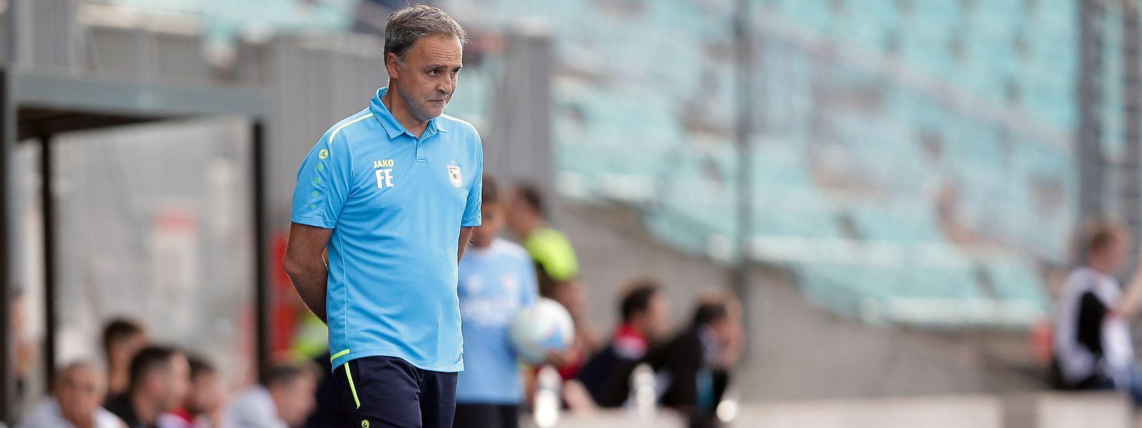 Trainer Emilio Ferrera ist mit seiner Mannschaft voll im Soll.