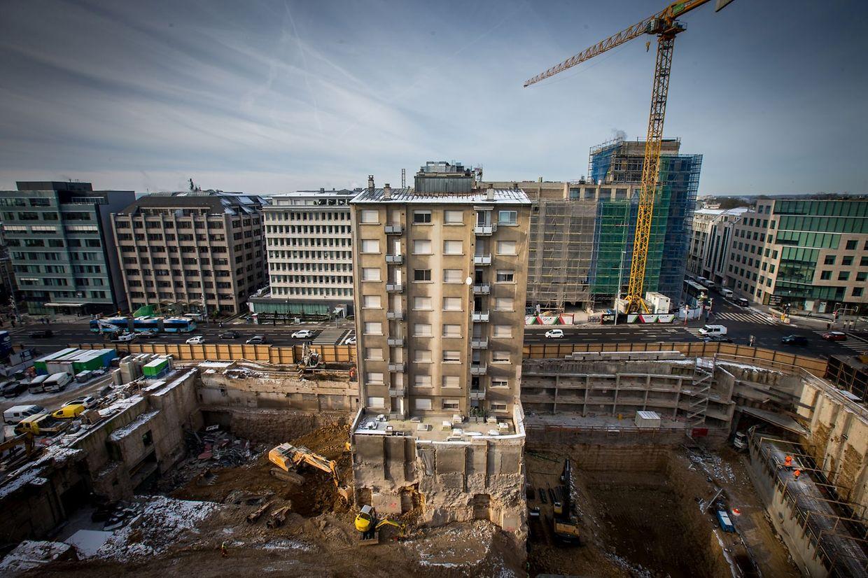 Le numéro 49 du boulevard Royal solitaire au milieu du chantier où tout a été démoli.