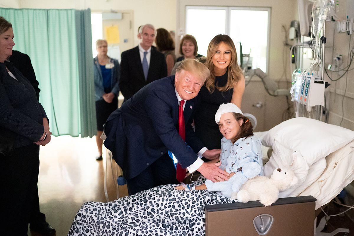 Donald Trump und seine Frau Melania besuchen Opfer des Massakers von Dayton und ihre Familienangehörige im Miami Valley Hospital.