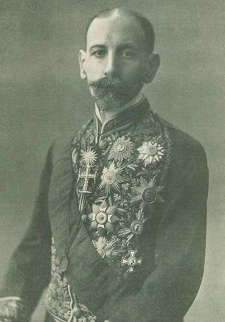 O visconde de Pindela, Vicente Pinheiro Lobo Machado de Melo e Almada (1852-1922) foi o primeiro embaixador de Portugal junto do Luxemburgo. O visconde apresentou em 1891 a sua acreditação junto de Guillaume II, que era rei da Holanda e grão-duque do Luxemburgo