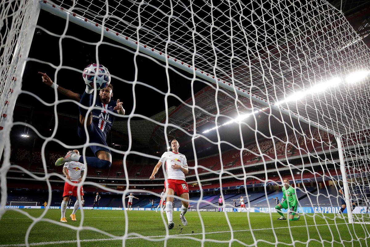 Et 1, et 2, et 3-0! L'Espagnol Juan Bernat inscrit le troisième et ultime but parisien au début de la seconde période