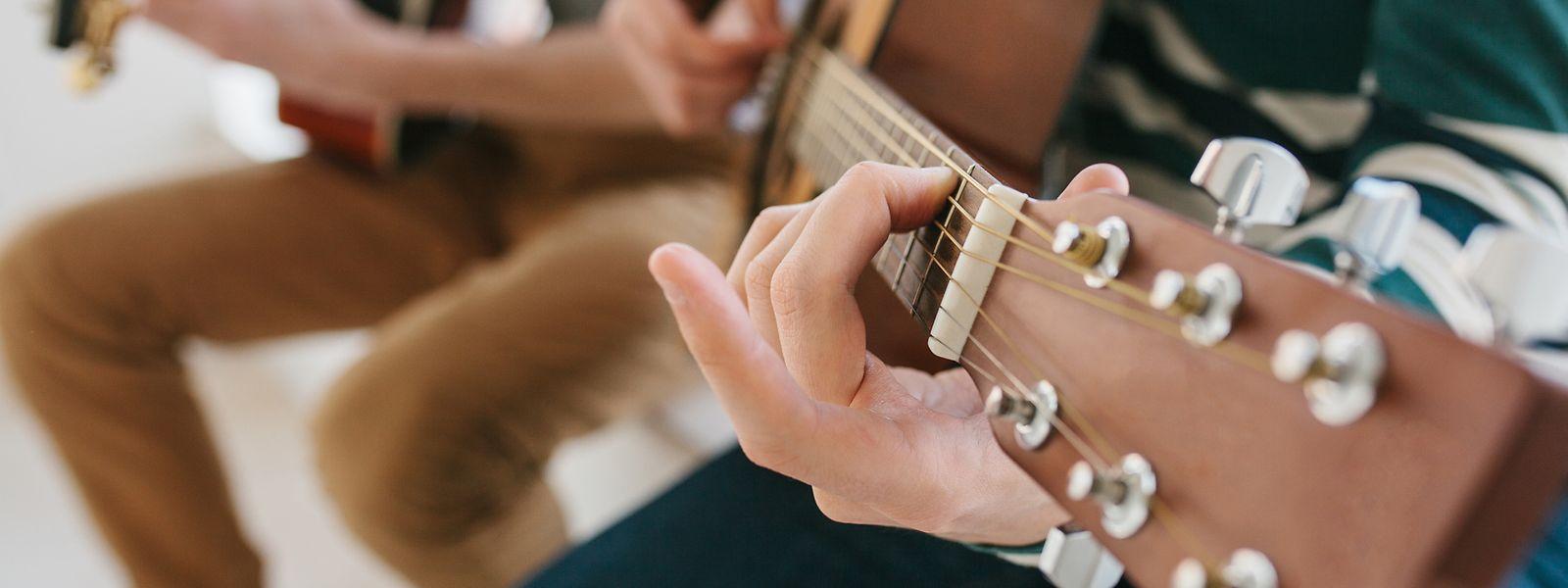 Erst sollen die Schüler mit Behinderung an die Musik herangeführt werden. Später sollen sie alleine oder in der Gruppe ein Instrument lernen können.