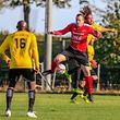 Mike Demoulling (FC Brouch en rouge) a tenu en échec l'US Folschette de Janito Hernany Pires Lima et Louis Bechet (à droite).