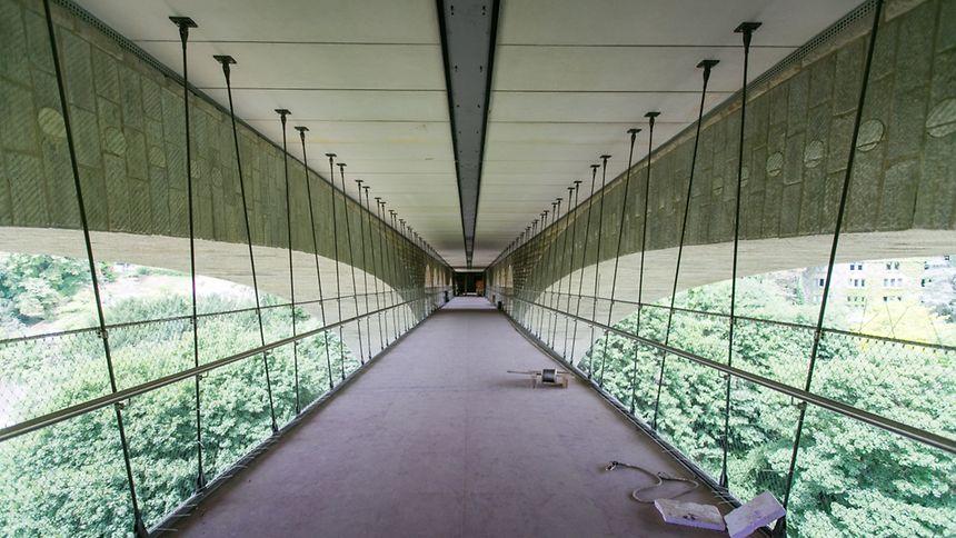 Zwei Monate vor der Inbetriebnahme wirkt die Fahrradbrücke schon recht einladend.