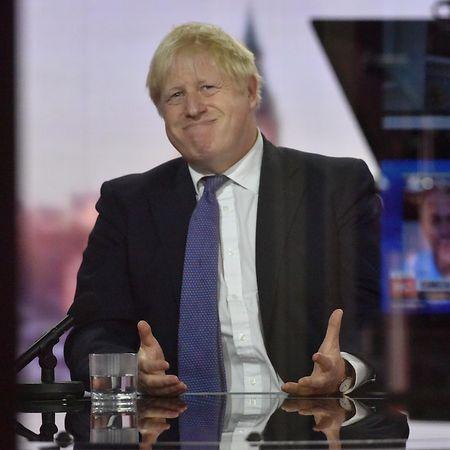 """Trump sagt mit Blick auf seine Infektion auch, erst in den nächsten Tagen stehe ihm """"die wahre Prüfung"""" bevor. Das erinnert an die Covid-19-Erkrankung seines Freundes Boris Johnson. Auch beim britischen Premierminister war zunächst von """"leichten Symptomen"""" die Rede."""