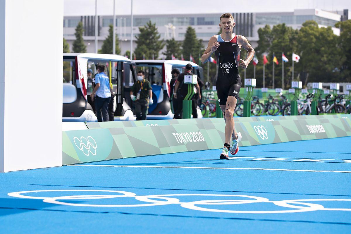 Stefan Zachäus läuft als 44. über die Ziellinie.