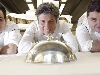 Le chef Michel Roth (au centre), lors de sa venue au Luxembourg en 2012 pour cuisiner au Cercle Munster, avec deux de ses commis.