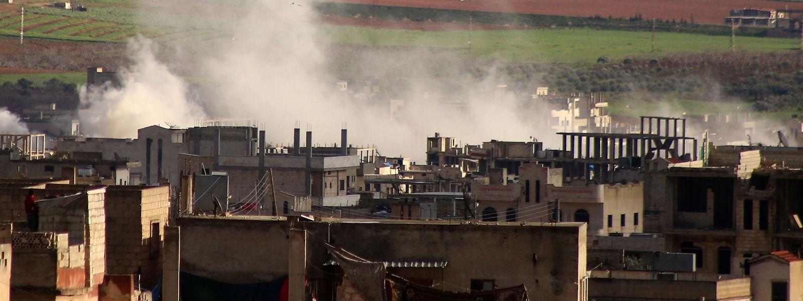 Rauch über Khan Sheikhun in der Idlib Provinz, die in Rebellenhand ist: Für Experten ist das Ende des Konflikts in Syrien noch fern.