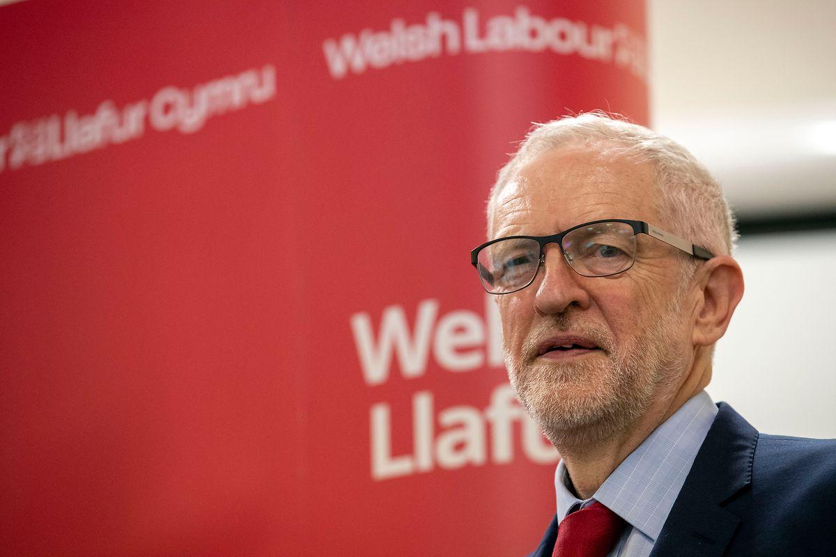 Premierministerin Theresa May berät aktuell mit Oppositionsführer Jeremy Corbyn über mögliche Lösungen.