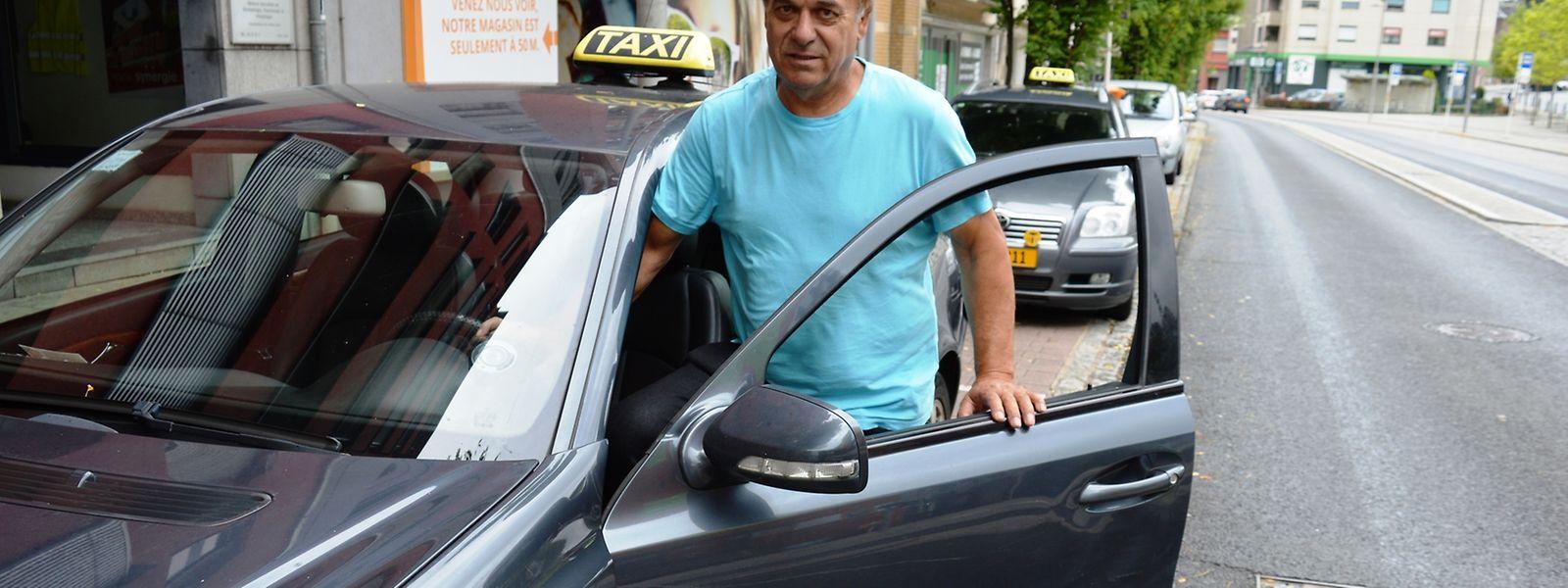 """""""Os ´pescadores´ (taxistas ilegais) continuam aí e são cada vez mais. São concorrência desleal a quem paga impostos e acabam por roubar o Estado"""", denuncia Aires Santos, da Taxis Morgado, em Esch-sur-Alzette"""
