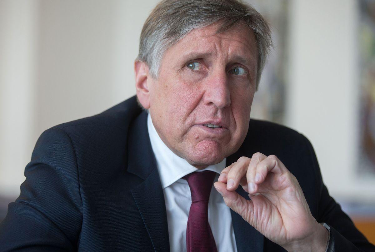 Bereits im Juli hatte François Bausch erklärt, er bestehe bei der Reform der Luftfahrtverwaltung nicht unbedingt auf einer Auslagerung der Anflugkontrolle des Flughafens.